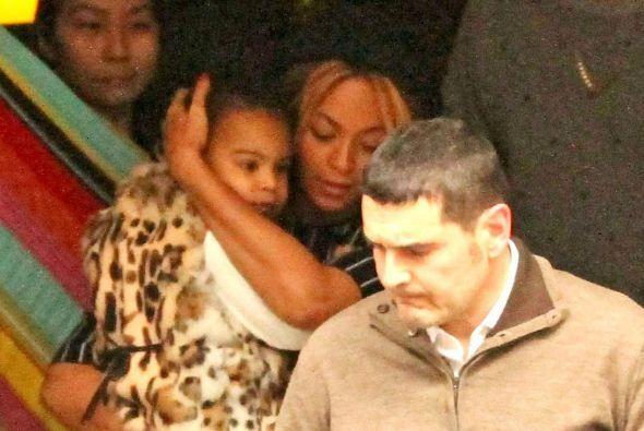 Beyoncé y Jay Z siguen disfrutando de Barcelona.  Más videos de Chismes...