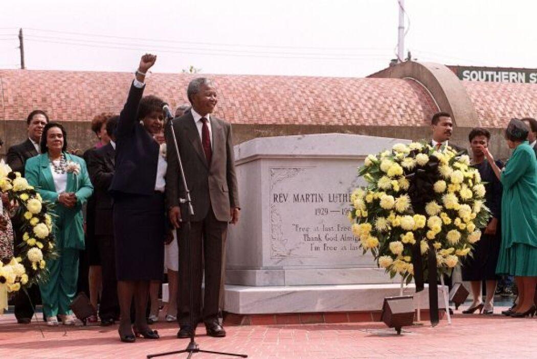 Su tumba se encuentra detrás de la iglesia Ebenezer, en Atlanta. El luga...