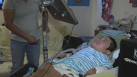 Joven salvadoreño con discapacidad congénita logra aferrarse a la vida a...