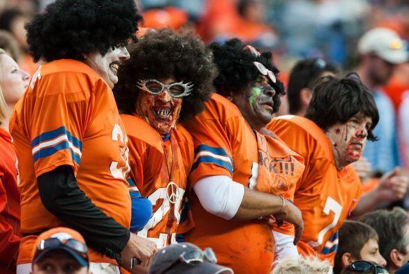Aquí todos se divierten ya sea disfrazándose, como este original equipo...