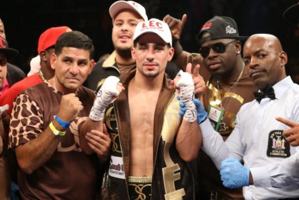 Sin sudar ni despeinarse, Danny García noqueó en dos rounds a Rod Salka,...