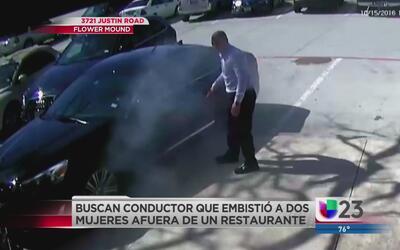 Conductor se estampa contra dos mujeres sentadas afuera de un restaurante