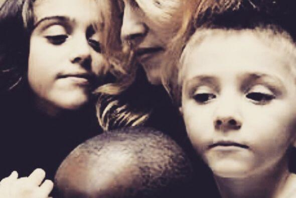 Hermosa instantánea de Madonna junto a sus entonces chiquilines....