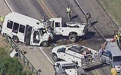 12 personas murieron y 3 quedaron heridas tras choque de una camioneta c...