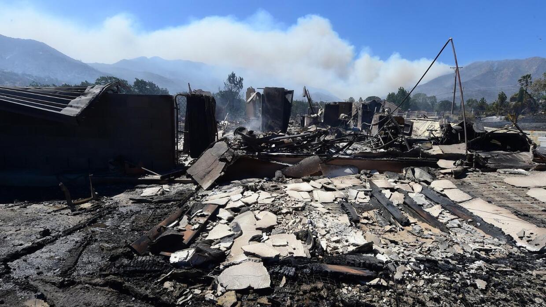 Continúan las evacuaciones por los incendios en California