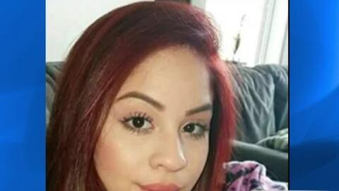 Por teñirse el cabello de rojo esta joven fue sacada de la escuela Chica...