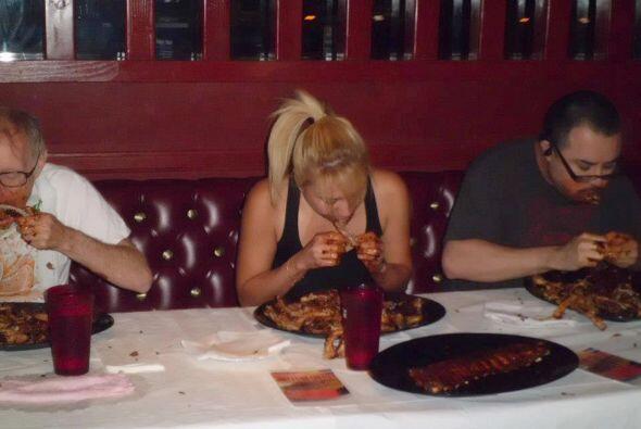 En la competencia, sin embargo, ella ha comido grandes cantidades de cua...