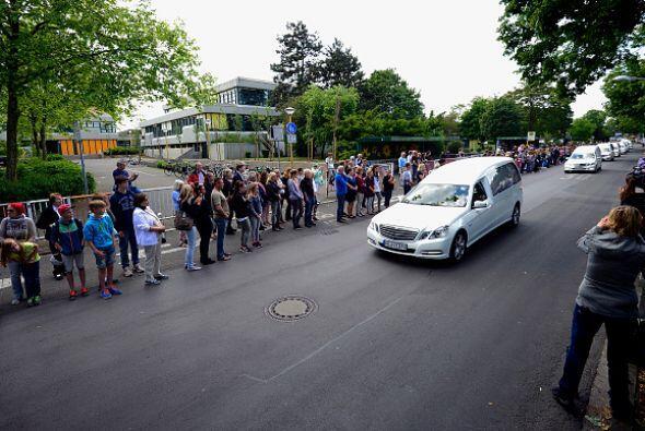 Los habitantes del pueblo de Haltern salieron a las calles para despedir...