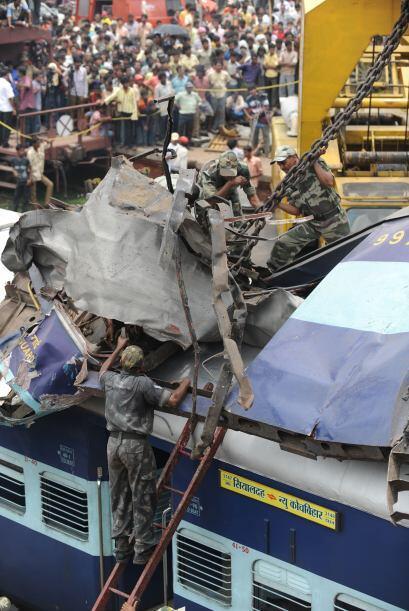 19 de julio: Mueren 60 personas y 150 resultan heridas al chocar un tren...