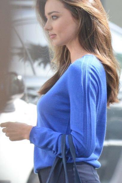 Miranda Kerr recientemente estuvo grabando un comercial en Santa Monica,...
