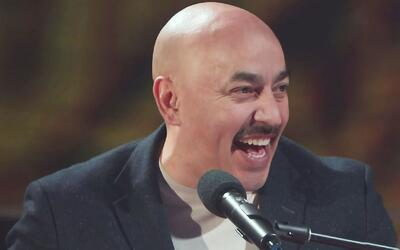 Lupíllo Rivera se sonrojó cantándoles 'Usted y yo' a las concursantes