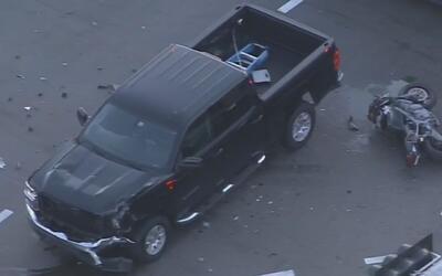 Motociclista resultó herido en Miami-Dade luego de chocar con un camión...