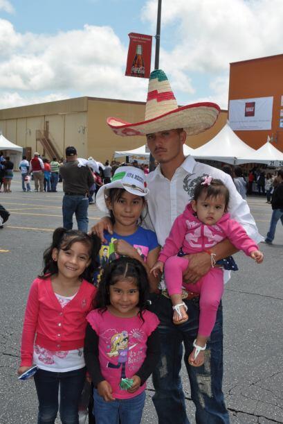 Miles de aficionados se dieron cita en Plaza Fiesta para celebrar el 5 d...
