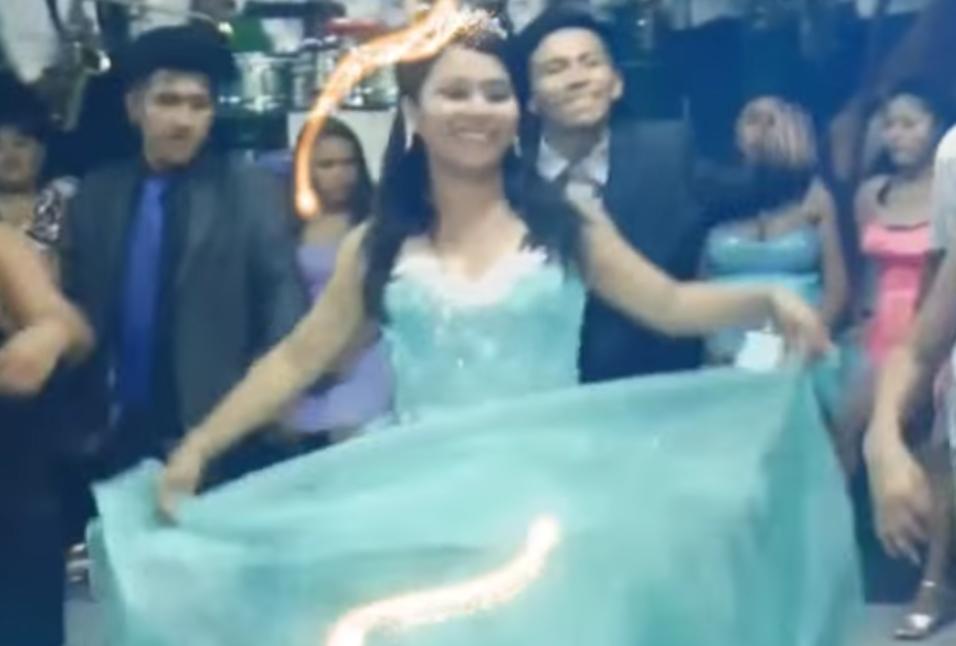 Esta quinceañera peruana se arriesgó a hacer la danza típica de la provi...