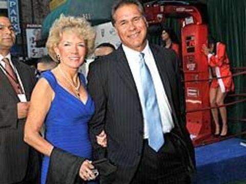 La ex estrella de la NFL, Jim Plunkett, llegó a los Premios Depor...