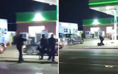 Captan en video el momento en que un oficial es arrastrado por un autom&...