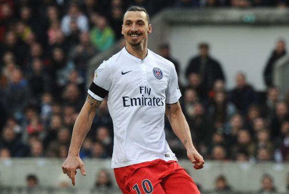 El sueco Zlatan Ibrahimovic, del PSG, ganó en 2014 21.5 millones...