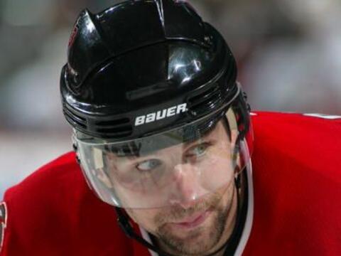El jugador de hockey sobre hielo, chris Drury, se retiró al no en...
