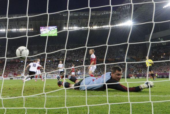 El primer gol de partido entre Alemania y Dinamarca lo metió el teutón L...
