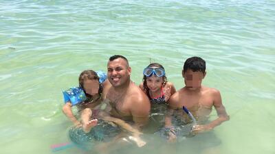 Boricua y su hija mueren tras caerle avión encima en playa de Sarasota,...