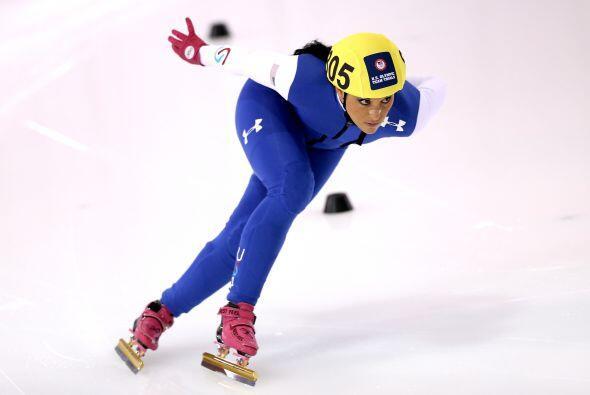 La estadounidense Allison Baver es otra de las patinadoras de velocidad...