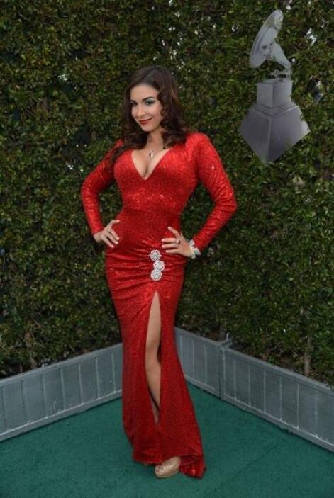 Además de usar la misma pose, las tres chicas eligieron un vestido rojo....
