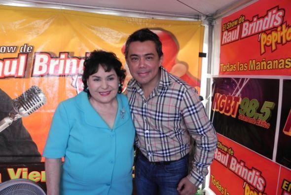 la gente de Pharr, Texas agradece la presencia de Raúl Brindis y Carmen...