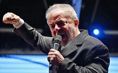 El expresidente Luiz Inácio Lula da Silva ofrece un discurso ante la Juv...