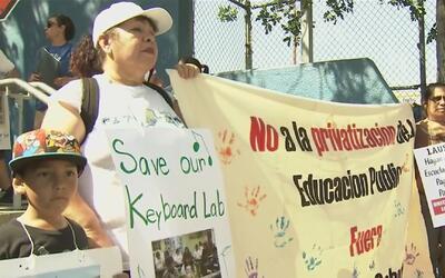 Protesta contra iniciativa de escuelas Charter en primaria de Los Ángeles