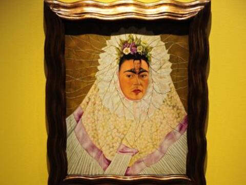 El vestuario típicamente mexicano de la pintora Frida Kahlo, que...