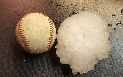 Una tormenta deja granizos del tamaño de pelotas de béisbol en Missouri