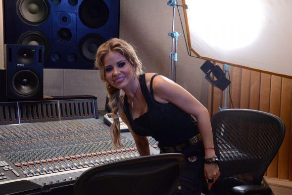 Lourdes de Sal y Pimienta estuvo presente y cantó con Gloria el t...