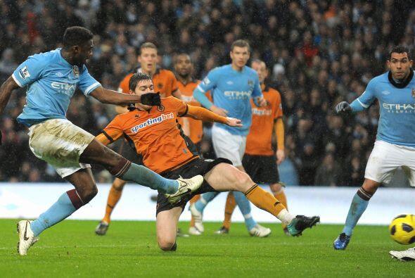 El empate para los del City llegó por intermedio de Touré...
