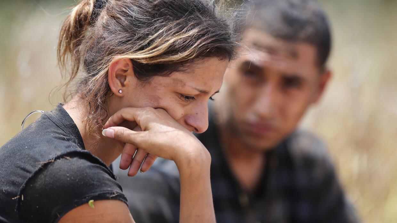 Inmigrantes indocumentados detenidos por la Patrulla Fronteriza en la fr...