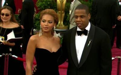 Hombre muerde el dedo de otro hombre en concierto de Jay-Z y Beyoncé