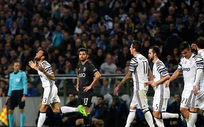 Dani Alves anotó el segundo gol en el triunfo de Juventus 2-0 sob...