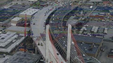 El gobernador Andrew Cuomo anunció la apertura de un nuevo tramo del pue...