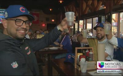 Miles de fans de los Cubs esperan ansiosamente el juego de la Serie Mundial