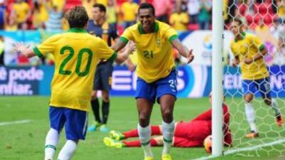 Bernard celebra su gol contra Australia.