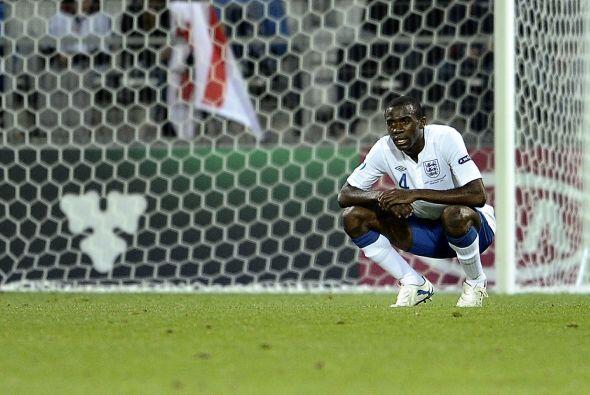Fabrice Muamba del seleccionado inglès que cayó por 2-1 ante la Repúblic...