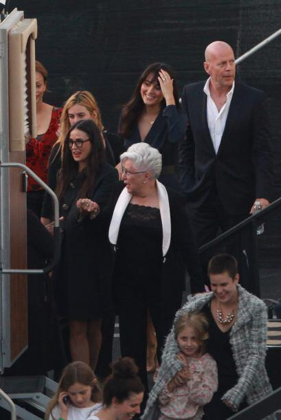 Bruce Willis y Demi Moore a tan sólo pasos de distancia.