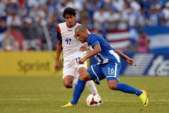 En el inicio de la segunda parte, Honduras tomó el balón al igual del fi...