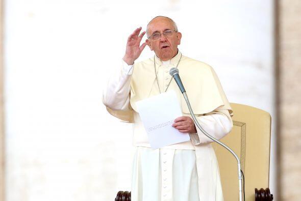 """Francisco dijo que """"escuchan la voz de Dios y deciden entregar su vida a..."""