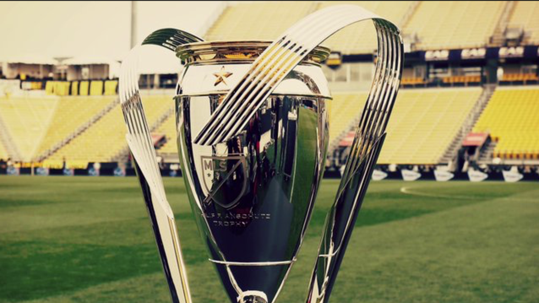 Click en la foto para conocer la historia del trofeo.