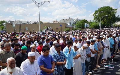 Marchando comunidad musulmana pide justicia por los asesinatos del imán...