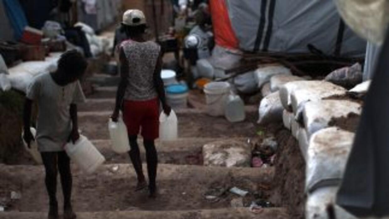 Los rudimentarios campos de refugiados en Haití no son seguros ante el p...