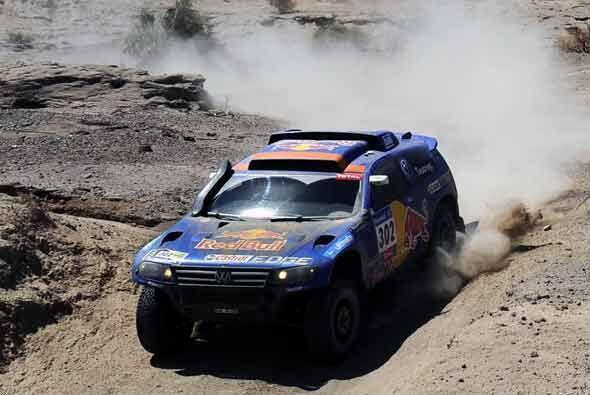Nasser Al-Attiyah tiene una cómoda ventaja a la cabeza del rally...