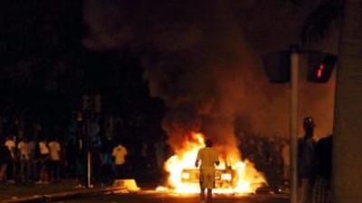 Un total de 49 automóviles fueron incendiados en la vía pública en un me...