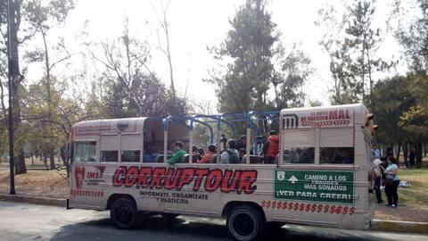 Este es el camión en el que los ciudadanos viajan para conocer lo...
