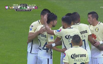 Oribe Peralta anotó el 1-0 de América con un gran cabezazo